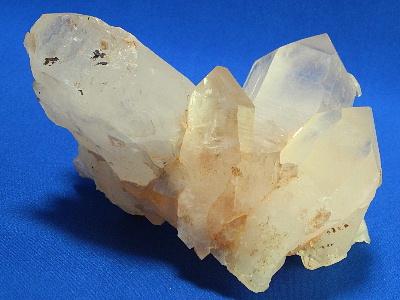 結晶の大きなヒマラヤ水晶クラスター