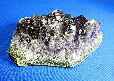 紫水晶はなぜ大きな結晶にならないの?
